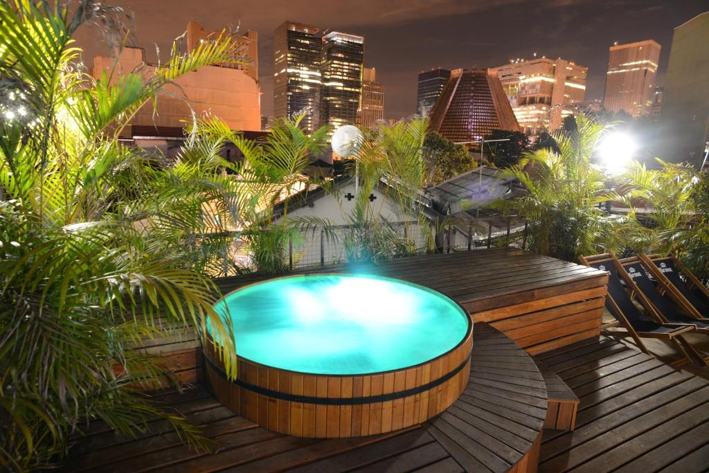 A piscina localizada em Le Chateau Lapa Boutique Hotel ou nos arredores