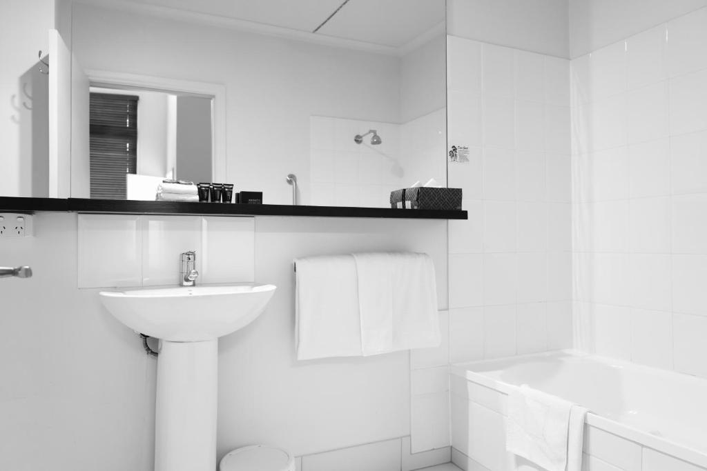 A bathroom at Ansonia on Lydiard