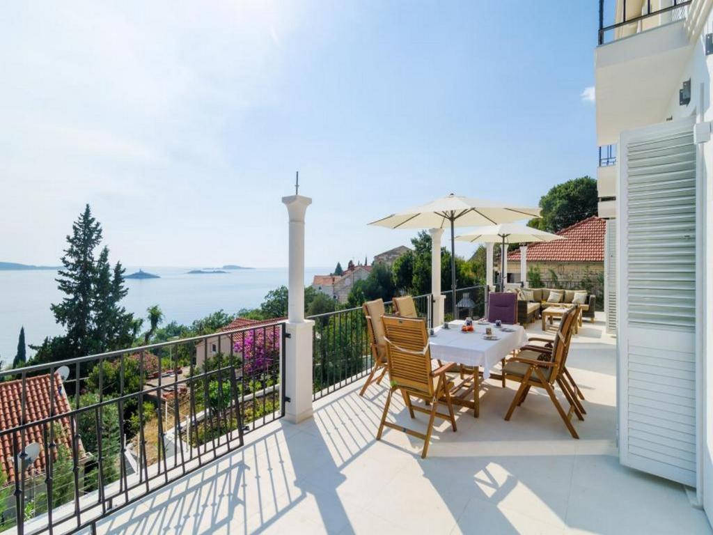 A balcony or terrace at Villa Orlando