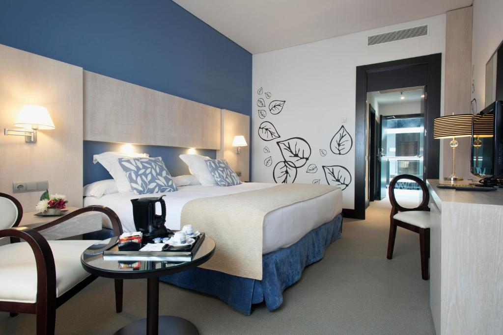A bed or beds in a room at Hotel Nuevo Boston