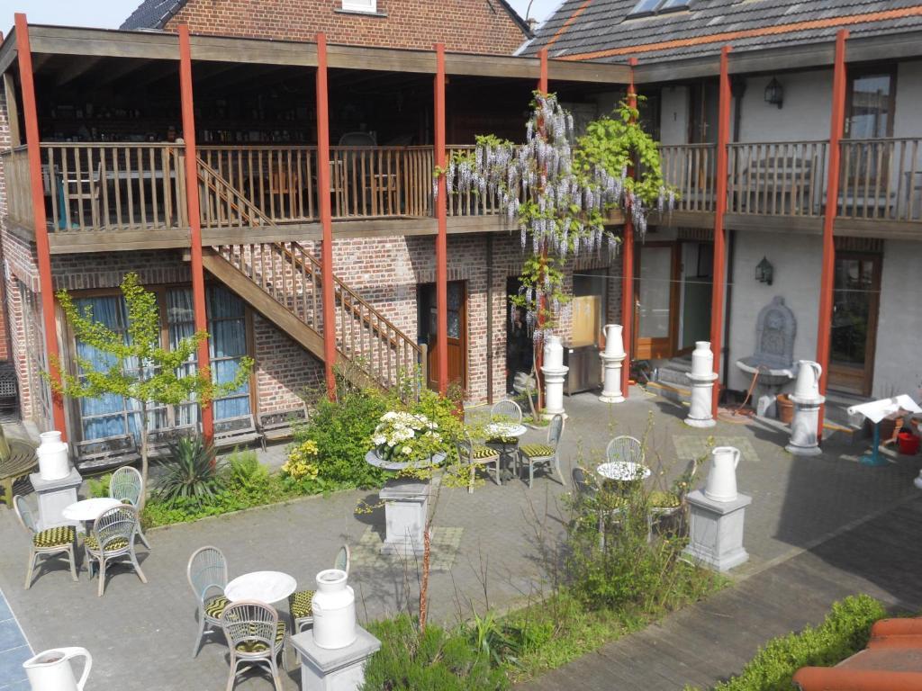 Een restaurant of ander eetgelegenheid bij Johan's Lodge