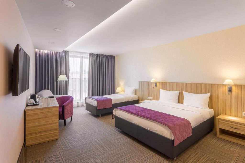 Кровать или кровати в номере Harbor Club Hotel