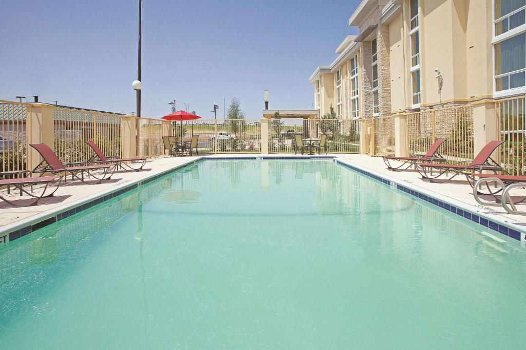 The swimming pool at or near La Quinta by Wyndham Dallas I-35 Walnut Hill Ln