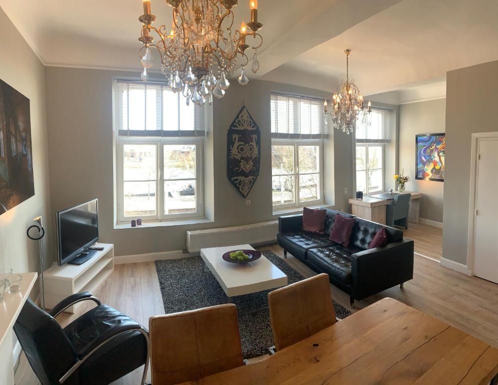 A seating area at City Apartment Maastricht aan de Maas