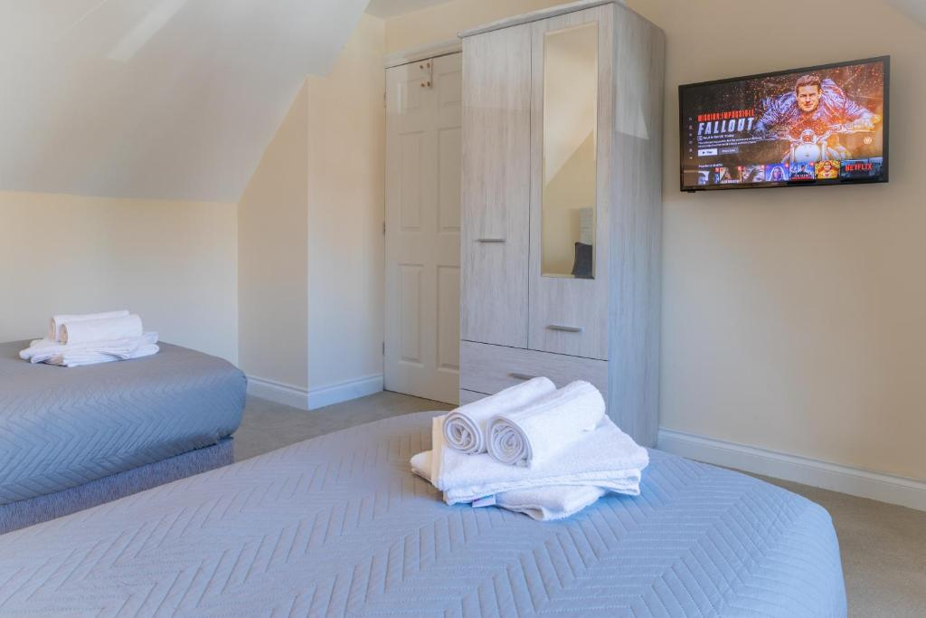A bed or beds in a room at Detached House, 6 Beds, Free WiFi, Off-Road Parking