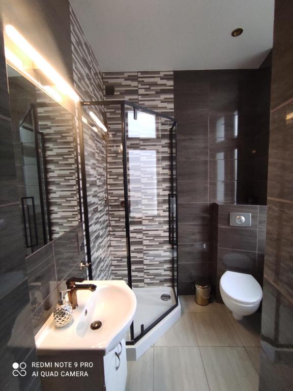 A bathroom at Apartamenty Głogowska