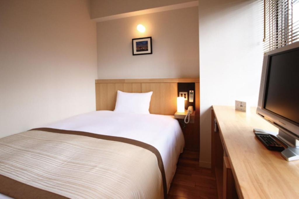 A bed or beds in a room at Sutton Place Hotel Ueno