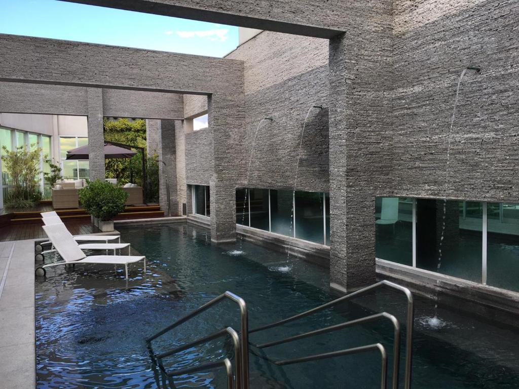 The swimming pool at or close to Hotel Cadoro São Paulo