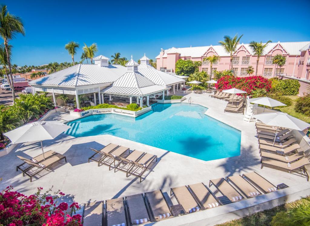 Вид на бассейн в Comfort Suites Paradise Island или окрестностях