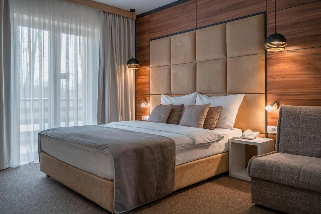 A bed or beds in a room at Hotel Mirjana & Rastoke