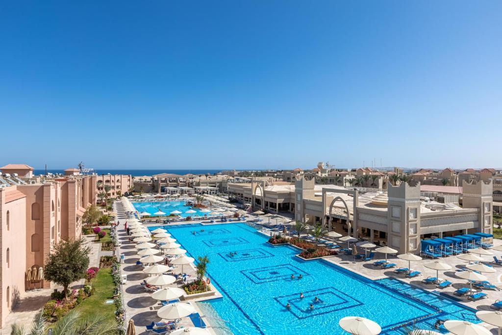 Uitzicht op het zwembad bij Aqua Vista Resort - Families and couples only of in de buurt