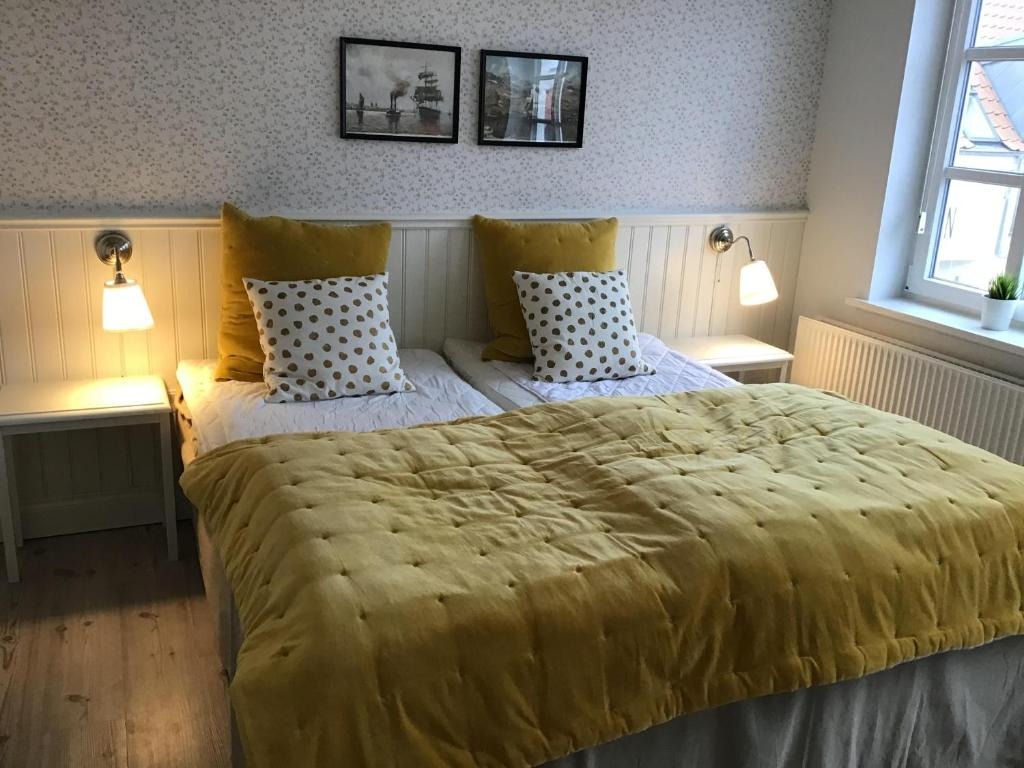 A bed or beds in a room at Løkken Badehotel Apartments