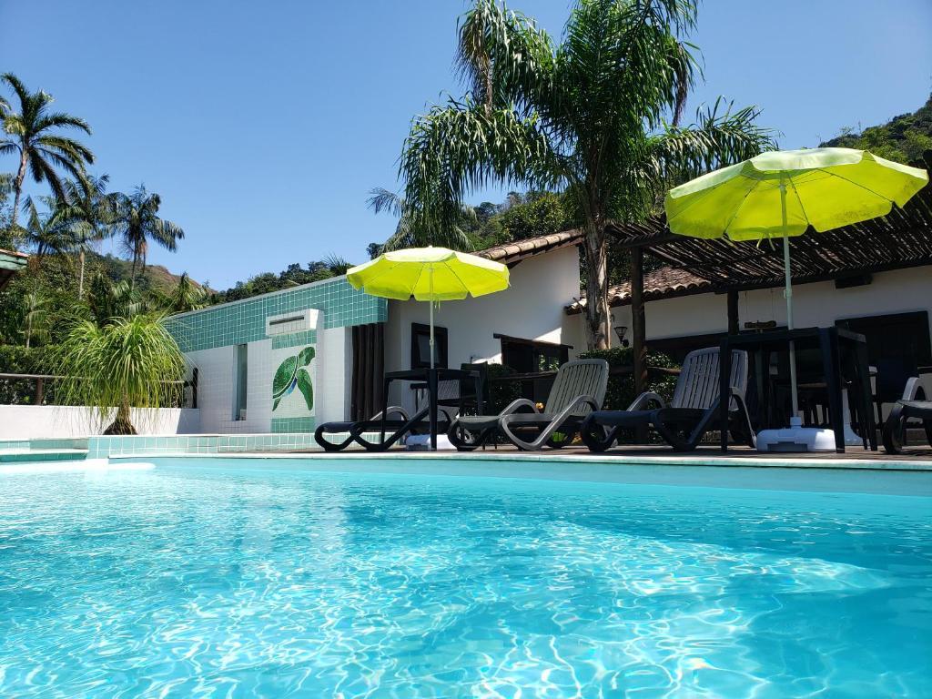 The swimming pool at or near Pousada Tartarugas de Paúba