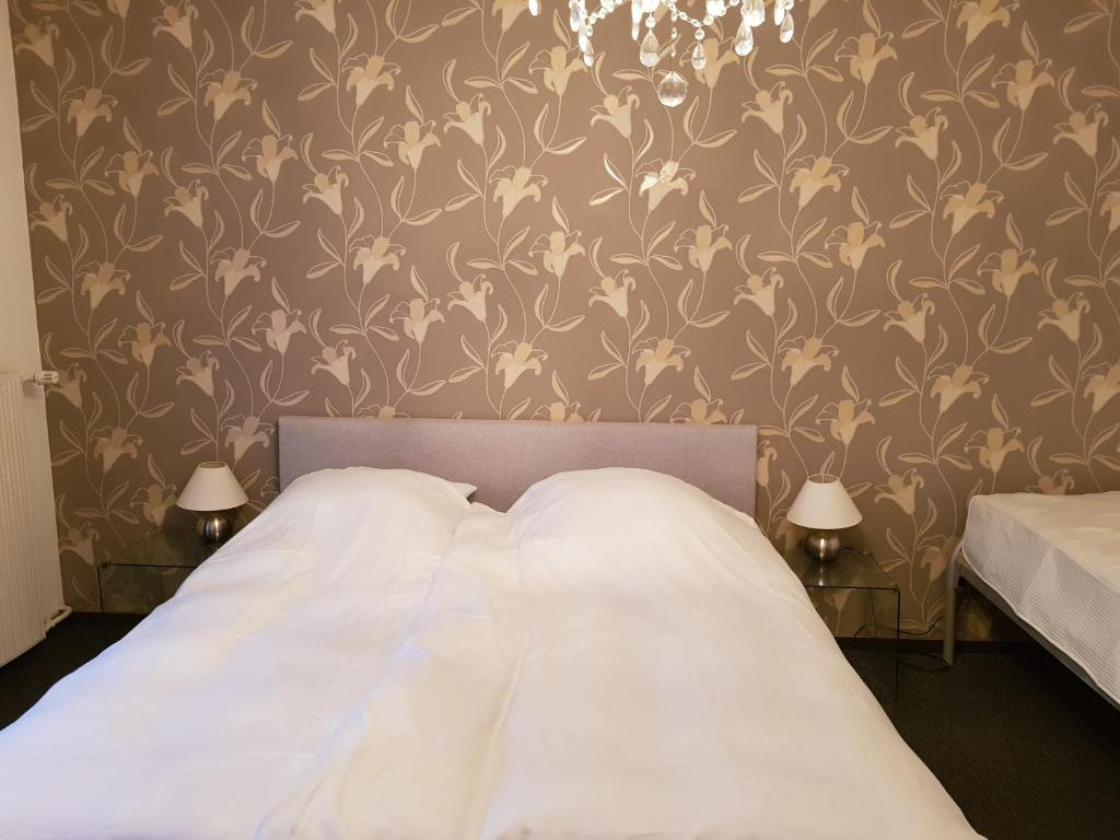 A bed or beds in a room at Berghotel Tromp