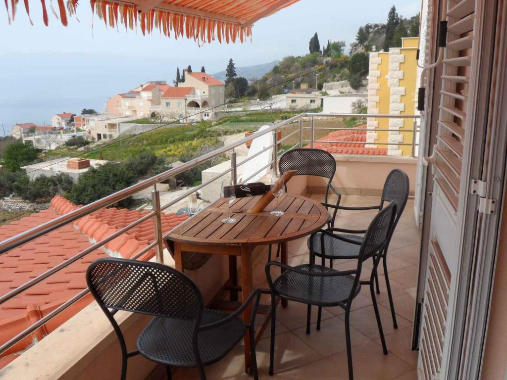 A balcony or terrace at Apartment in Soline/Dubrovnik 6289