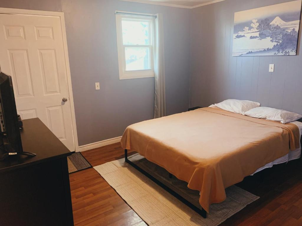 A bed or beds in a room at Galaxy Motel