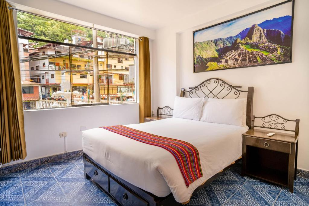 A bed or beds in a room at Hotel Machupicchu Inn