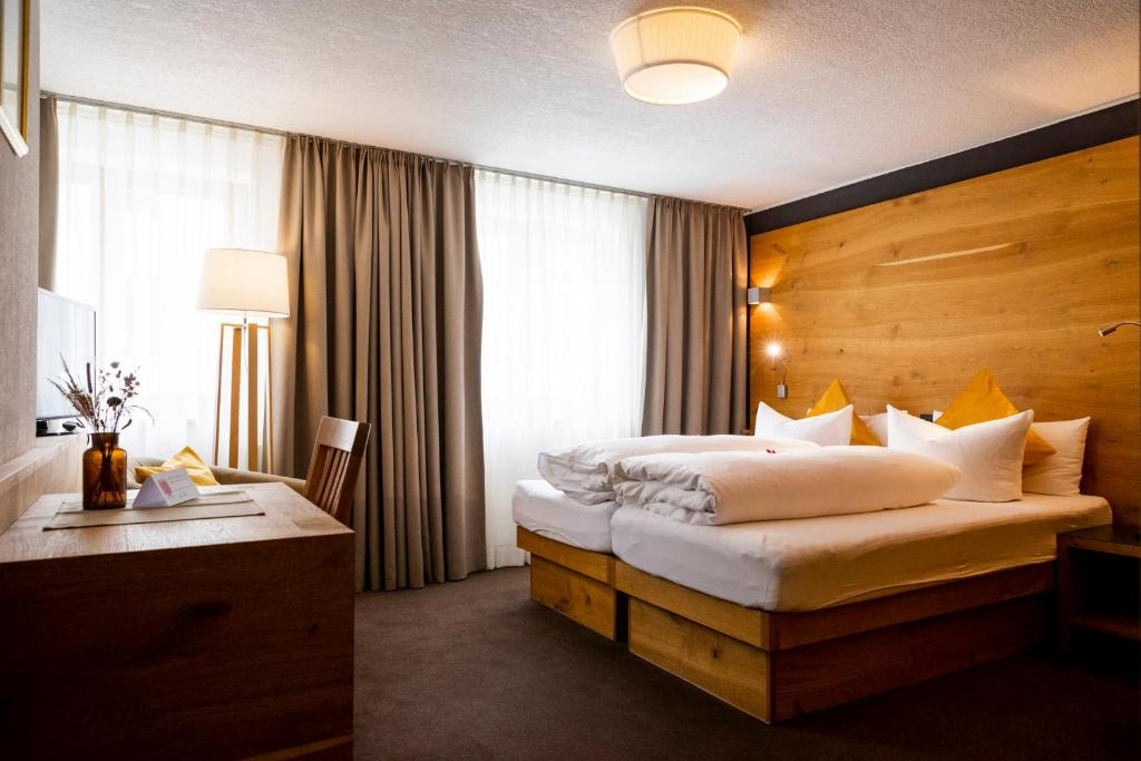 A bed or beds in a room at Hotel Montfort