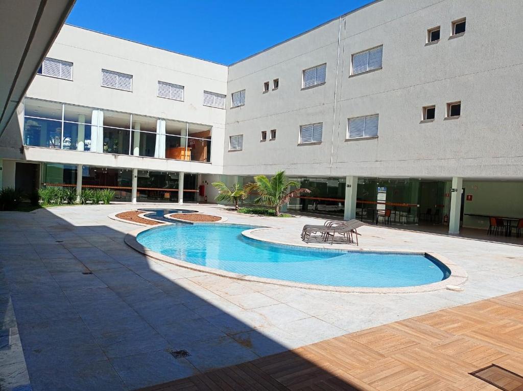 A piscina localizada em Hotel Manacá ou nos arredores