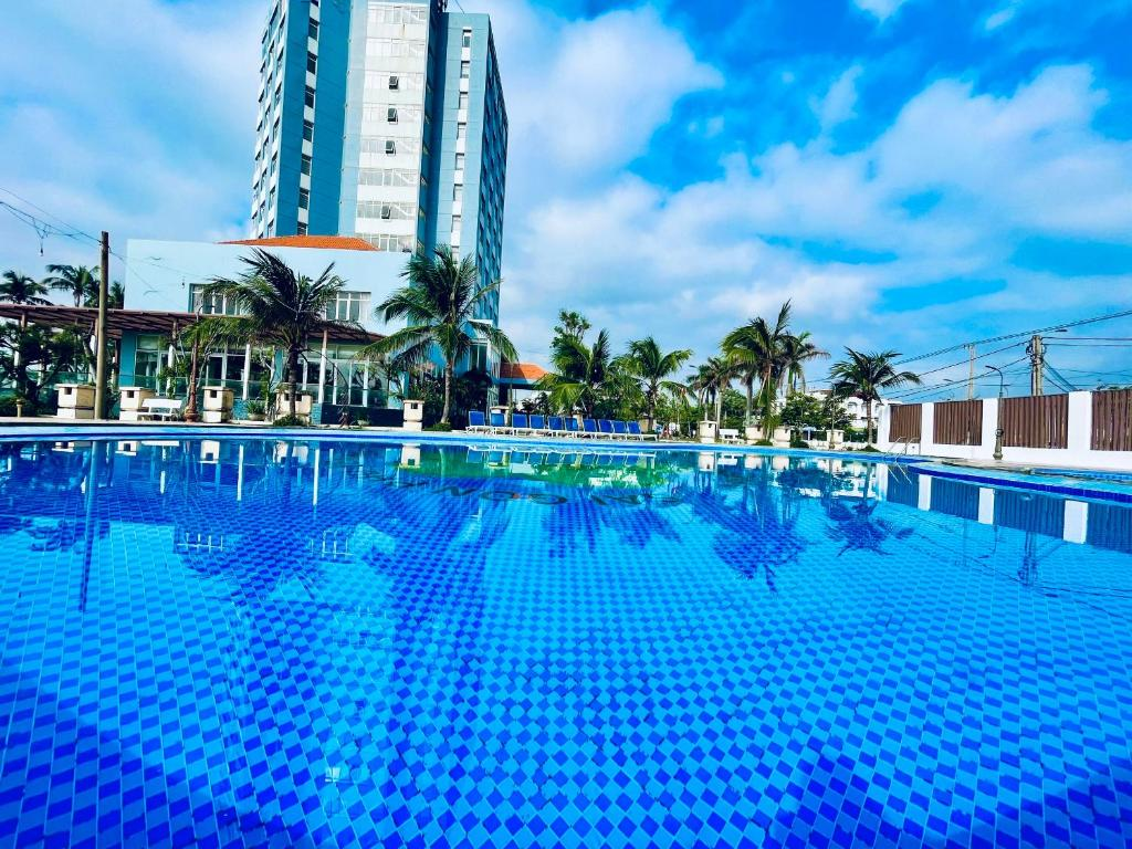 The swimming pool at or close to Sai Gon Phu Yen Hotel