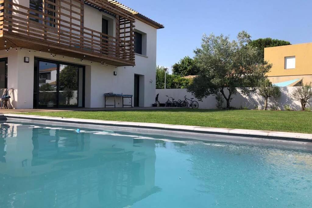 The swimming pool at or close to GROOMI Villa d'architecte de standing avec piscine !