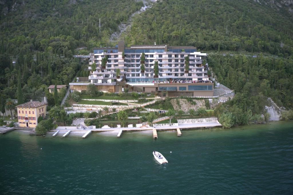 A bird's-eye view of EALA My Lakeside Dream - Adults Friendly