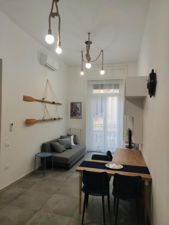A seating area at La Gassa D'amante