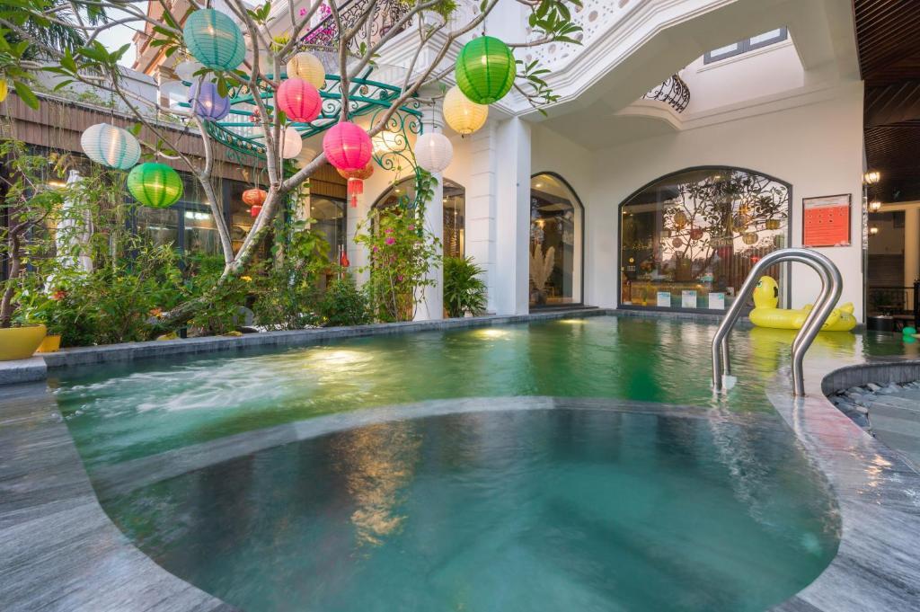 The swimming pool at or close to Hoang Trinh Hotel