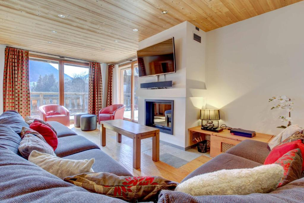 A seating area at CHALET KAILA