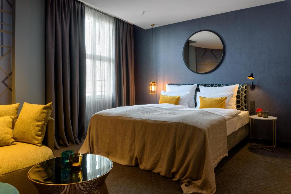 A bed or beds in a room at Postboutique Hotel Wuppertal