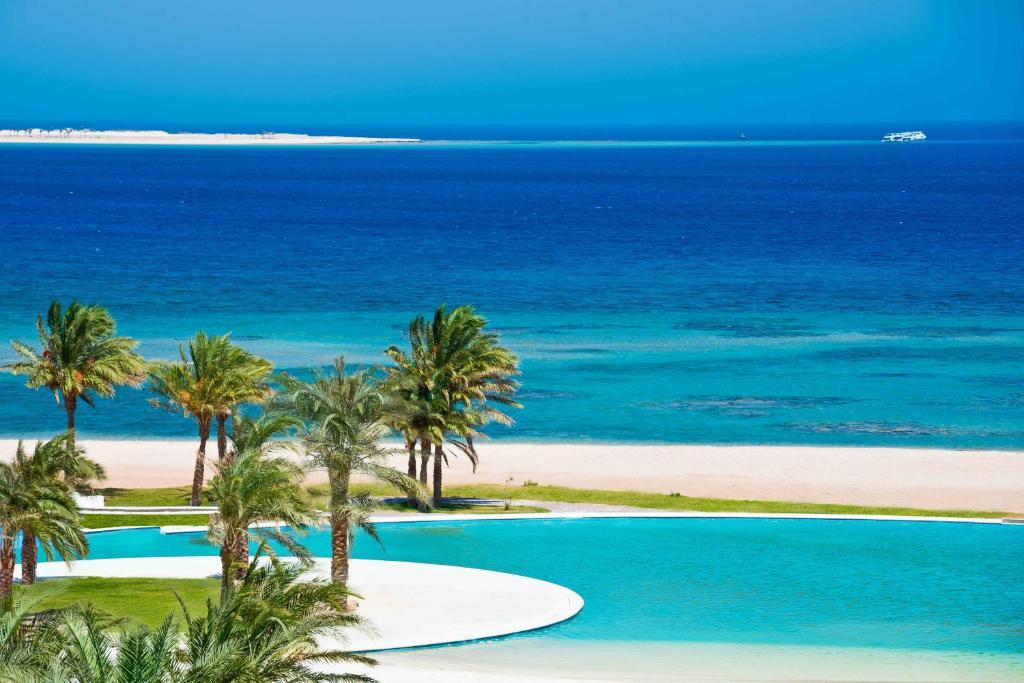 Het zwembad bij of vlak bij Baron Palace Sahl Hasheesh