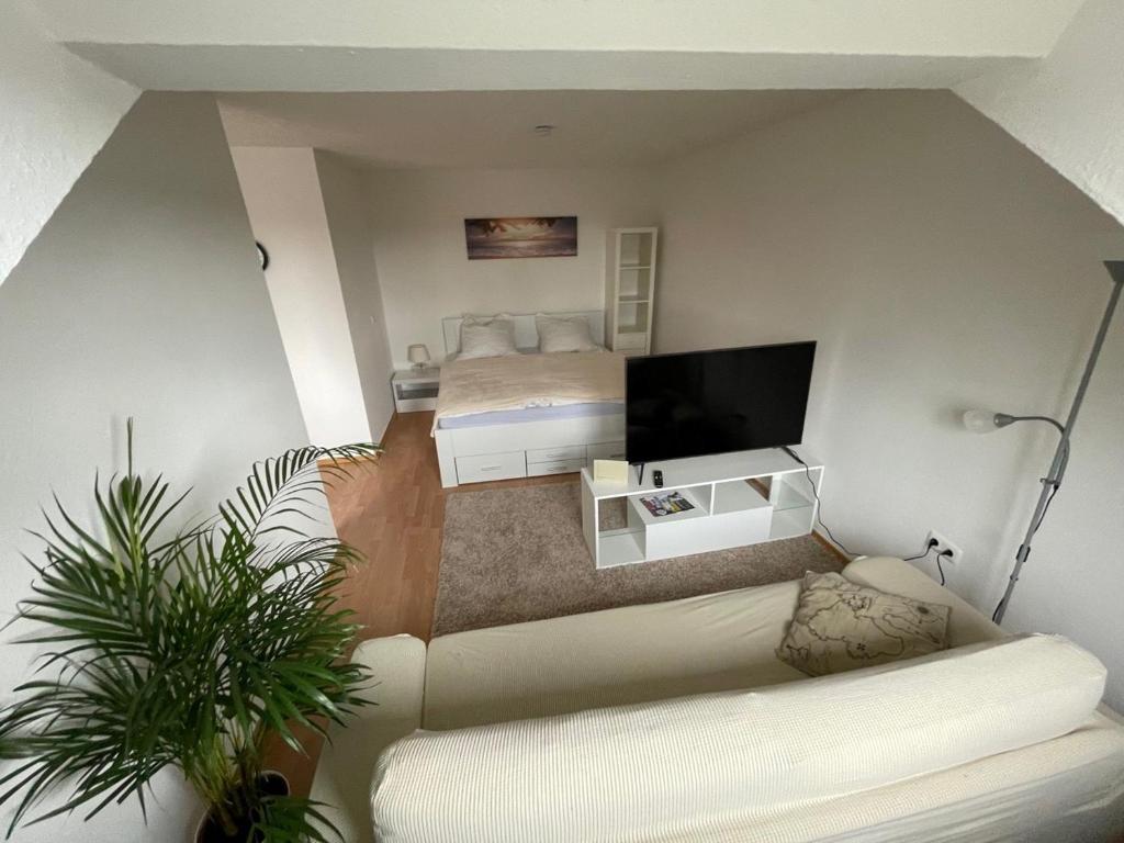 A seating area at 1,5 Zimmer Apartment, 38,5 qm, frisch möbliert