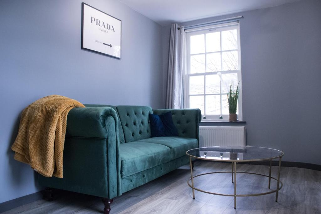 A seating area at The Countryman Hideaway - Funky Loft Room