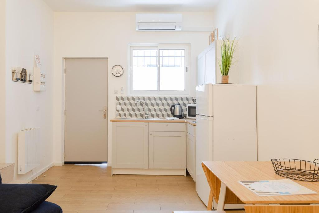 A kitchen or kitchenette at Studio familial 4 pers. Marseille Centre