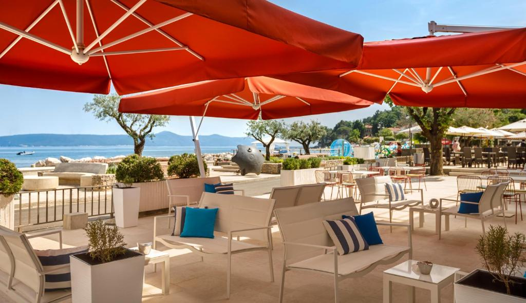 A restaurant or other place to eat at Hotel Mediteran - Liburnia