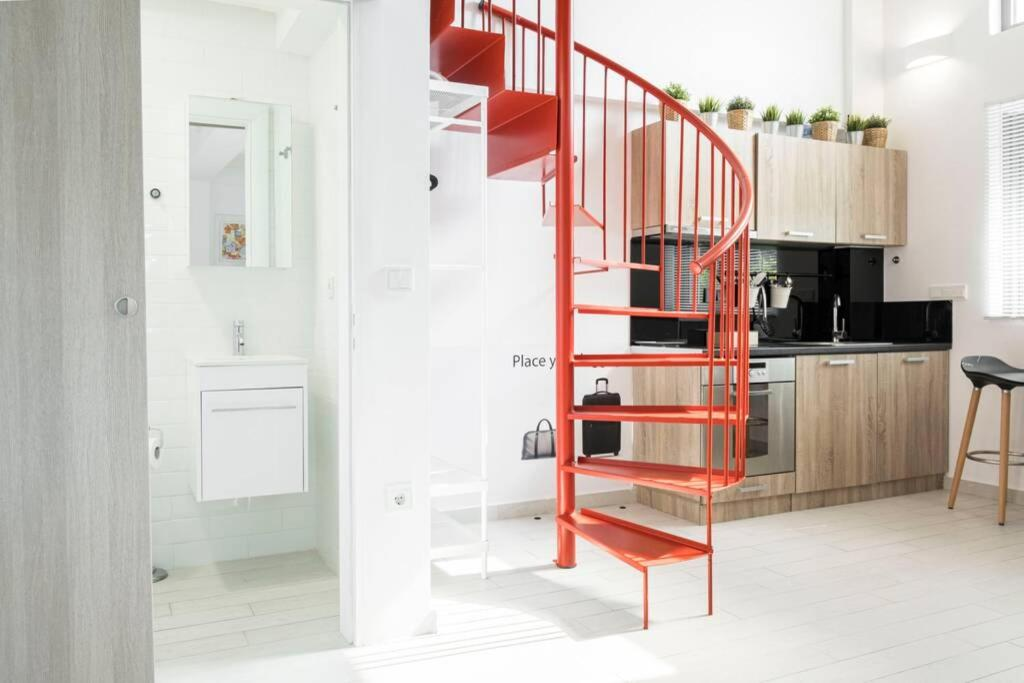 A kitchen or kitchenette at Kedl House