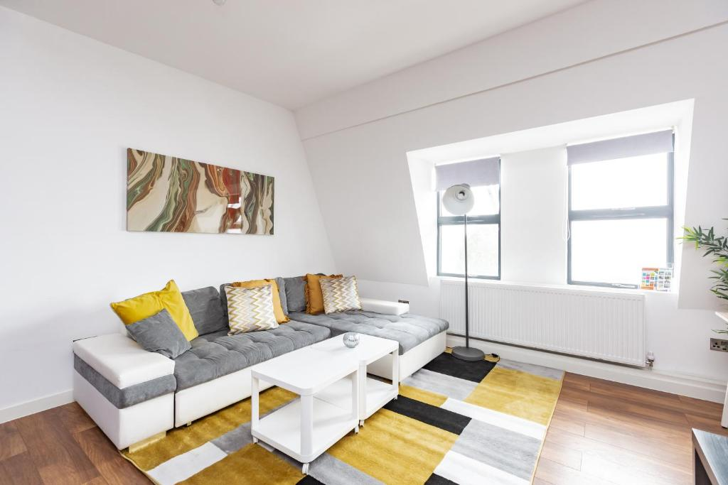 A seating area at Manhattan Heights