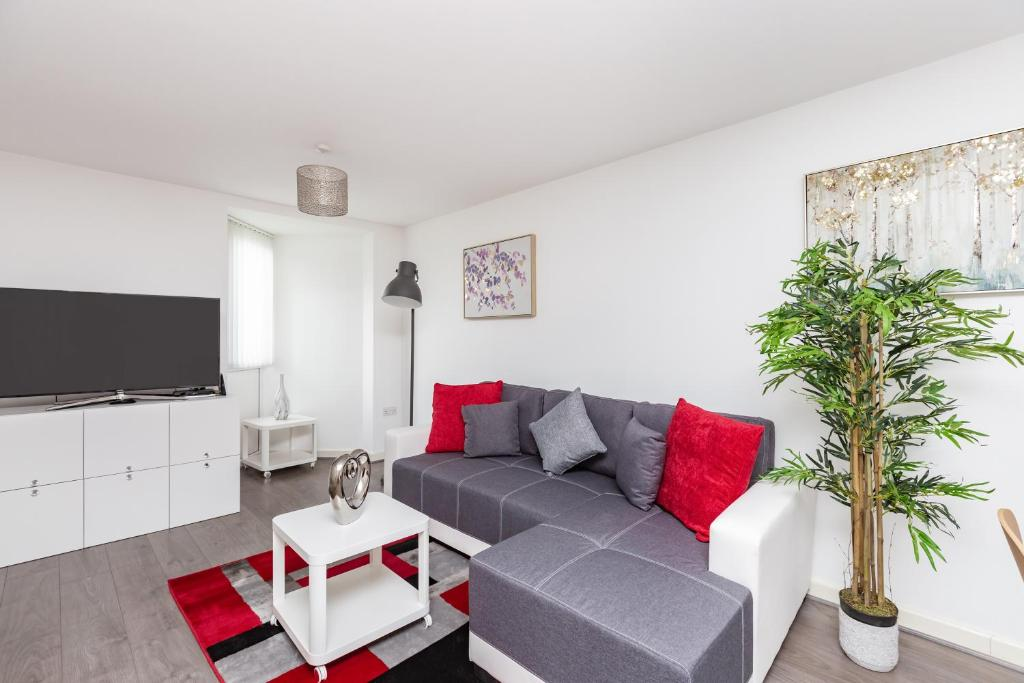 A seating area at Hideaway Apartment