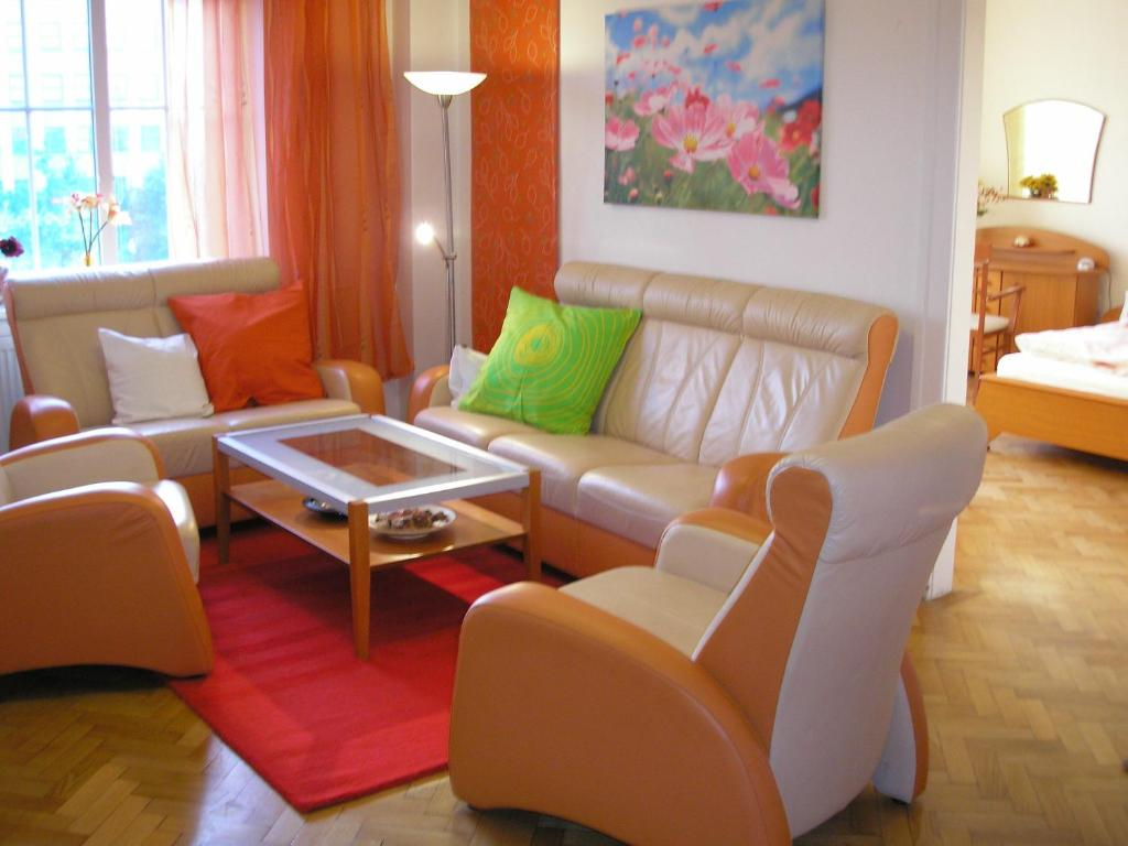 A seating area at Apartment Accommodation up to 17