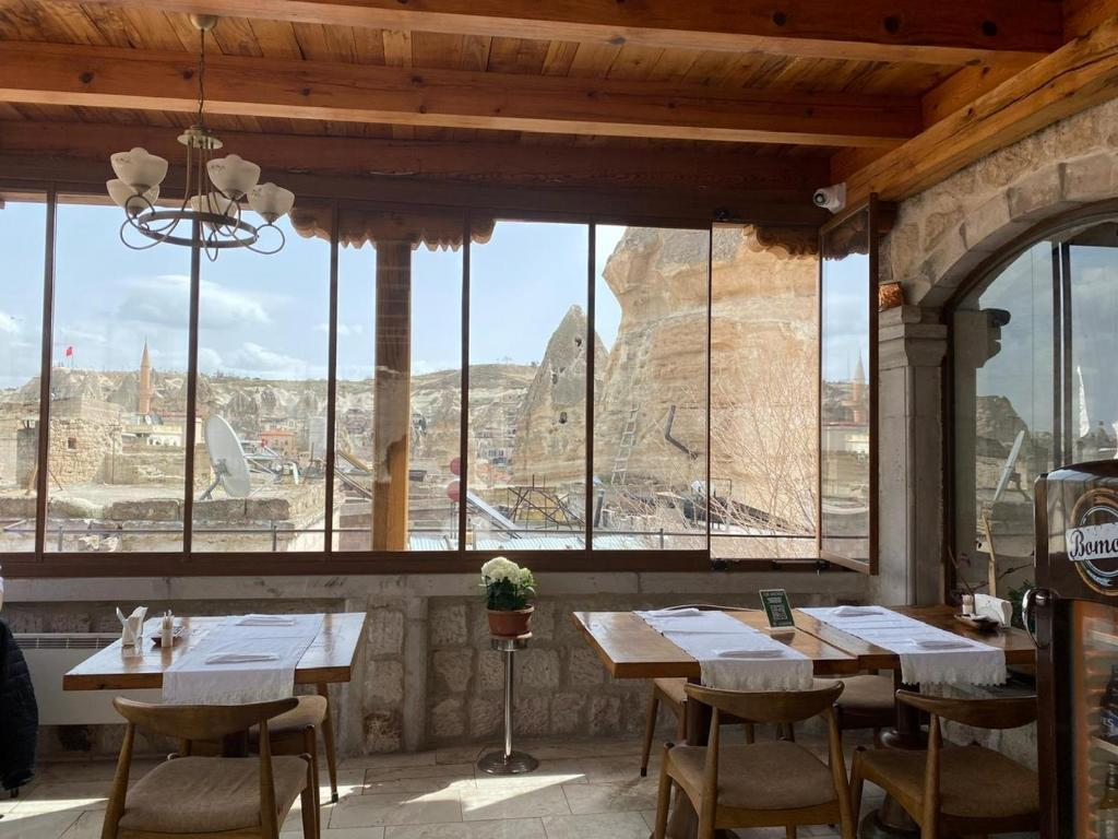 A restaurant or other place to eat at Aydinli Cave Hotel
