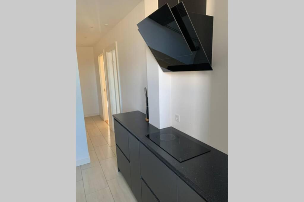 A television and/or entertainment center at 300 m to Metro: 5 min airport/12 min Copenhagen C