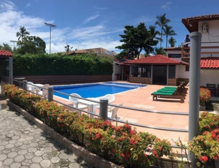 The swimming pool at or near Apartamento Taperapuan