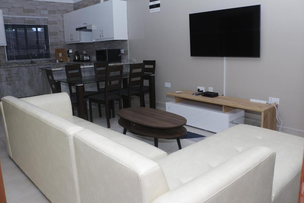 A television and/or entertainment centre at Royal Luxury Hotels and Apartments