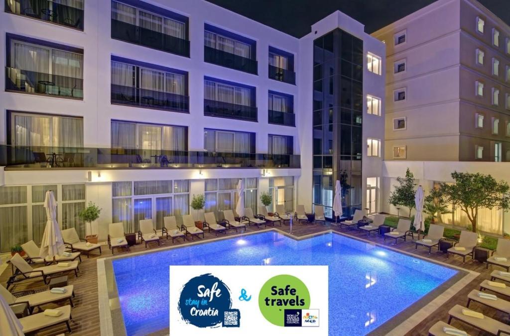 المسبح في فندق ليرو أو بالجوار