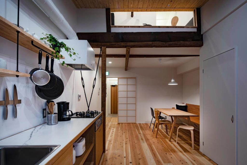 A kitchen or kitchenette at Japan Sessions KANZAKI 02