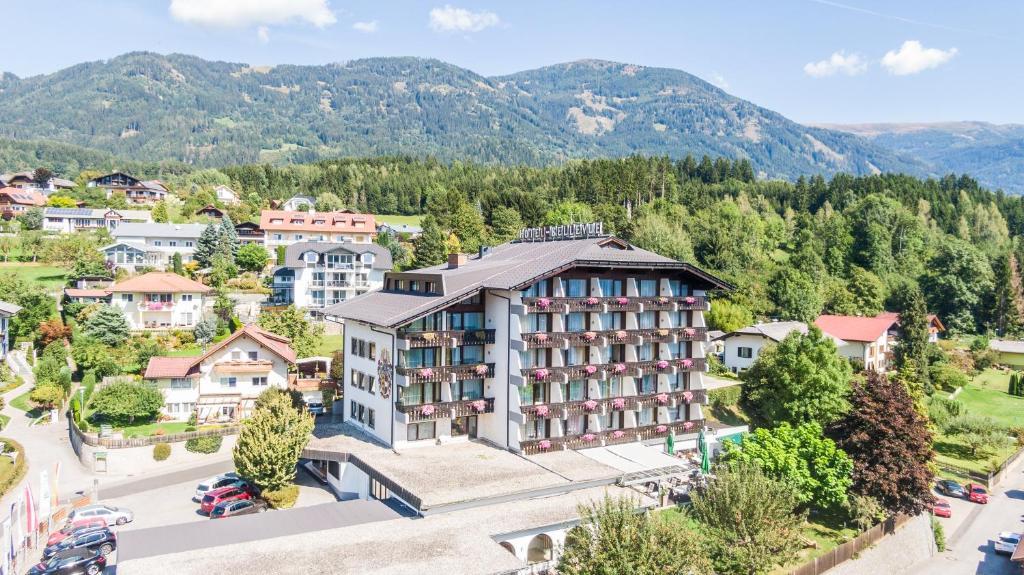 Blick auf Hotel Bellevue aus der Vogelperspektive