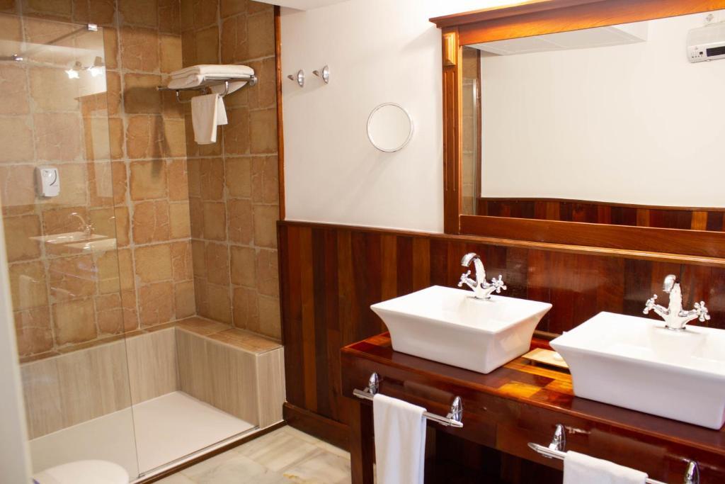 Hotel Hacienda Montenmedio 9