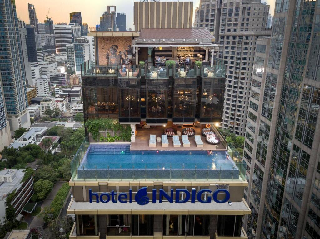 A view of the pool at Hotel Indigo Bangkok Wireless Road, an IHG Hotel or nearby