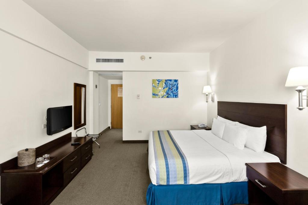 A room at the Hotel Aeropuerto Los Cabos.