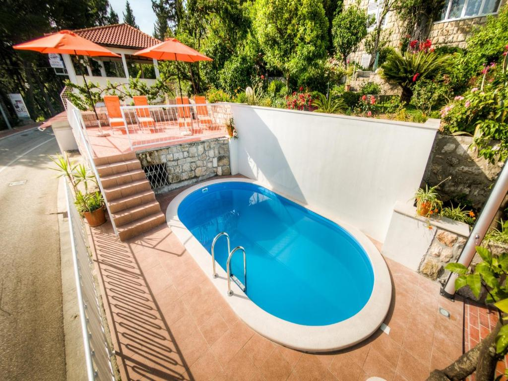 A view of the pool at Guest House Villa Nina or nearby